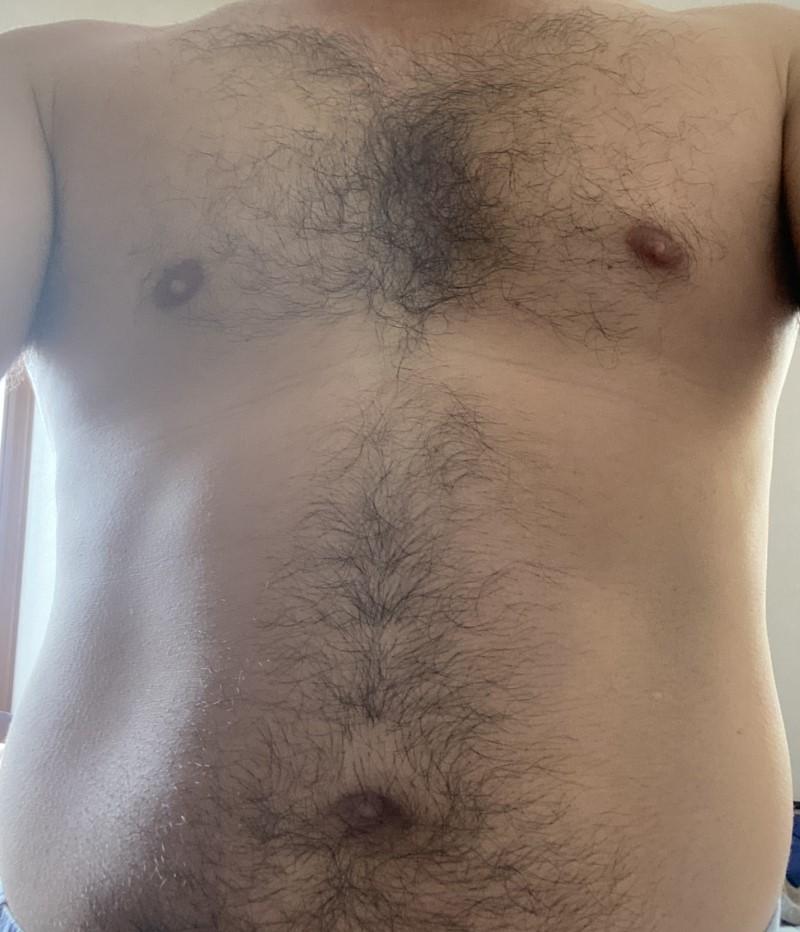 剃毛前の胸毛&腹毛の状態グロ注意